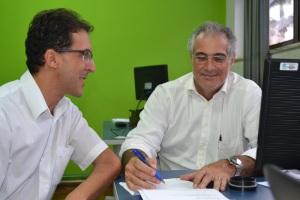 O secretário de Saúde, José Rafael e o coordenador da Saúde Bucal, Keller Filgueiras, buscando a ampliação para universalização do serviço