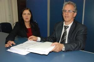 Márcio Silva e Shirley Miranda, ambos do Procon de Manhuaçu, intermediaram acordo entre Ford e o consumidor.