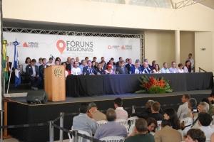 Governador de Minas instala Fórum Regional - foto 4