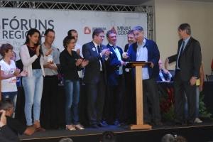 Governador de Minas instala Fórum Regional - foto capa