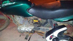 Policiais localizaram a motocicleta, porém peças já haviam sido retiradas, o chassi estava raspado e o lacre violado.