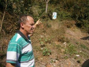 Vereador Hélio Ferreira Gomes esteve rua Projetada a fim de verificar os problemas relatados por moradores.