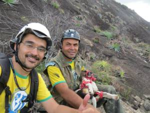 Equipe registra momento do resgate a cadela Bazuca