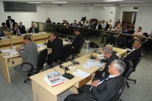Durante a reunião, vereadores derrubaram veto ao projeto de lei que dispõe sobre as Diretrizes para a Elaboração da Lei Orçamentária de Manhuaçu para o Exercício de 2016