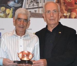 Onofre Alves Lacerda, pai do José Alexandre, e o extensionista da Emater-MG, Júlio de Paula Barros.