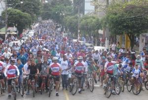 Quase cinco mil pessoas saíram às ruas para participar do evento.