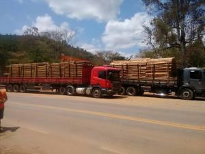 Os veículos abordados apresentaram carga excedendo a quantidade declarada em nota fiscal.