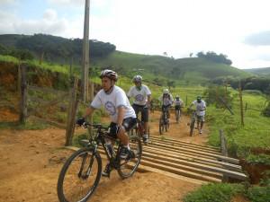 Participantes passaram pelo Córrego São Sebastião e foram até o Manhuaçuzinho