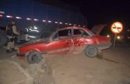 Acidente entre carro e carreta deixa quatro feridos