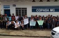 Boi morto em rio motiva protesto em Simonésia
