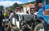 Bombeiros socorrem motorista em acidente na BR-116