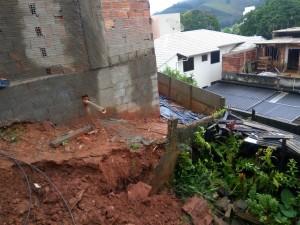 Moradora vizinha ficou assustada com a movimentação de terra