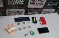 Drogas são apreendidas em praça de Manhumirim pela polícia