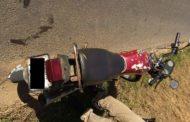 Motocicleta e dois indivíduos detidos pela PM na zona rural de Manhuaçu