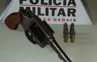 Arma e munições apreendidas no Bairro Santa Terezinha