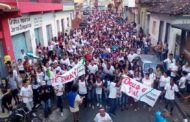 Milhares de fiéis reunidos na Marcha para Jesus em Manhuaçu