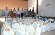 Prefeita Cici entregas cestas básicas no CAF