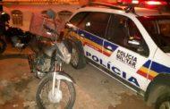 PM recupera motocicleta e apreende crack