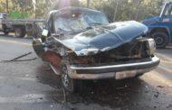 Uma pessoa gravemente ferida em acidente envolvendo caminhonete e caminhão