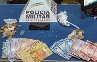 Pedras de crack, dinheiro e celular apreendidos no Engenho da Serra