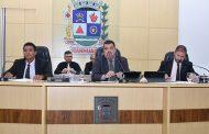 Vereadores de Manhuaçu aprovam projetos de lei e homenageiam equipe ROCCA da PM