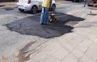 Prefeitura continua com recomposição de calçamento e melhorias em ruas