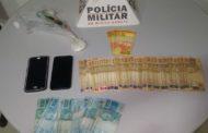 Durante abordagem, militares apreendem cocaína e mais de R$ 5 mil