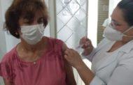 A vacinação de idosos continua em Manhuaçu