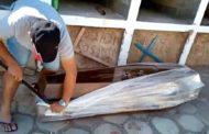 PT afasta vereador que abriu caixão de idoso que morreu com suspeita de Covid-19