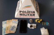 Polícia Militar apreende drogas e arma na região. Uma motocicleta foi recuperada