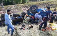 Motorista de São Pedro morre após caminhão capotar em ribanceira