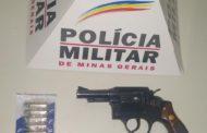 Revólver e munições apreendidas no centro de Manhumirim