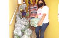 Famílias dos bairros São Francisco de Assis e Nossa Senhora Aparecida recebem kits de alimentos